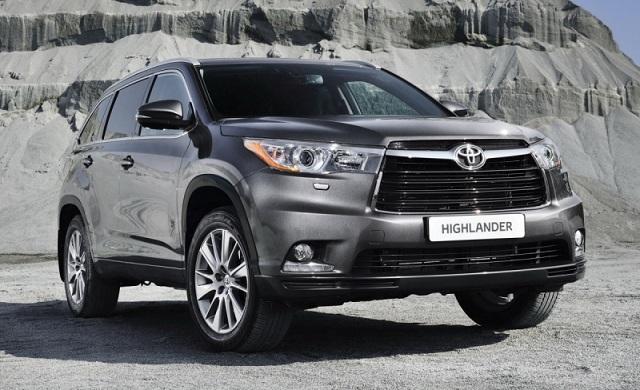 Vẻ ngoài của Toyota Highlander khá bắt mắt với các chi tiết mạnh mẽ đầy thu hút