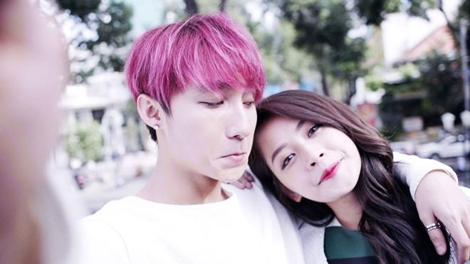 Sơn Tùng thân mật bên Chi Pu trong MV Tết khiến fan 'phát cuồng'
