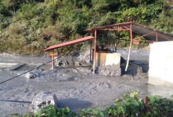 Hiện trường vụ vỡ bể chứa thải công nghiệp ở Cao Bằng