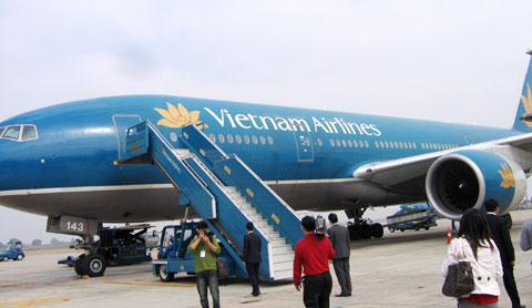 Hoãn chuyến bay khẩn cấp vì hành khách dọa… có bom