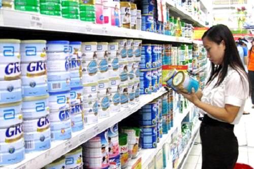 Người tiêu dùng được lợi về giá khi mua sữa bột