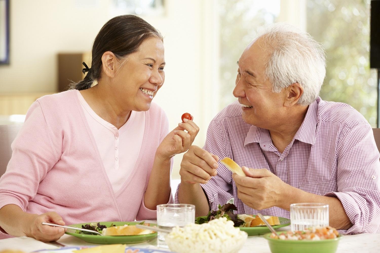 Cần chăm sóc sức khỏe cho người lớn tuổi đúng cách