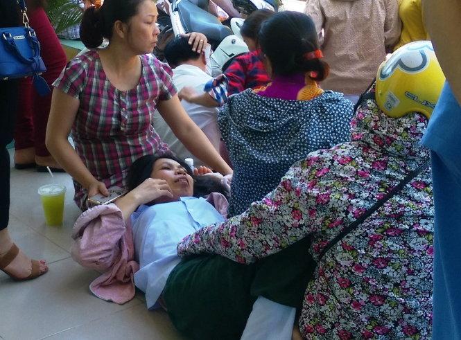 Vụ tai nạn chết đuối khiến chị Nguyễn Thị Nhung vật vã đến lịm người vì khóc thương con