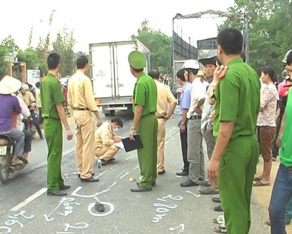 Hiện trường vụ tai nạn nơi hai cha con ông Bình thiệt mạng