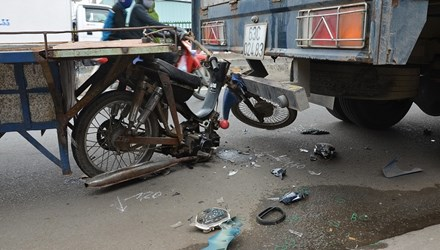Hiện trường vụ tai nạn giao thông giữa xe tự chế và xe tải khiến 1 người tử vong