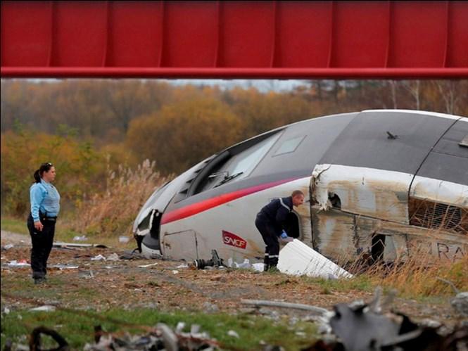 Trước đó, một vụ tai nạn giao thông tàu cao tốc trật bánh cũng xảy ra ở Pháp