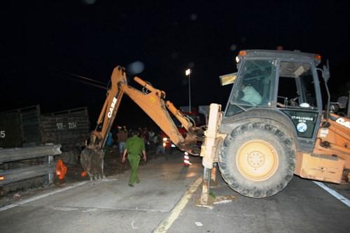 Lực lượng chức năng đã ngăn đường đoạn xảy ra vụ tai nạn giao thông trong vòng 2 giờ để phục vụ công tác cứu hộ