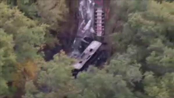 Hiện trường vụ tai nạn giao thông khiến ít nhất 42 người chết ở Tây Nam nước Pháp nhìn từ trên cao