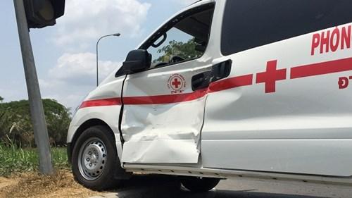Vụ tai nạn giao thông khiến những người có mặt trên xe cấp cứu hoảng loạn