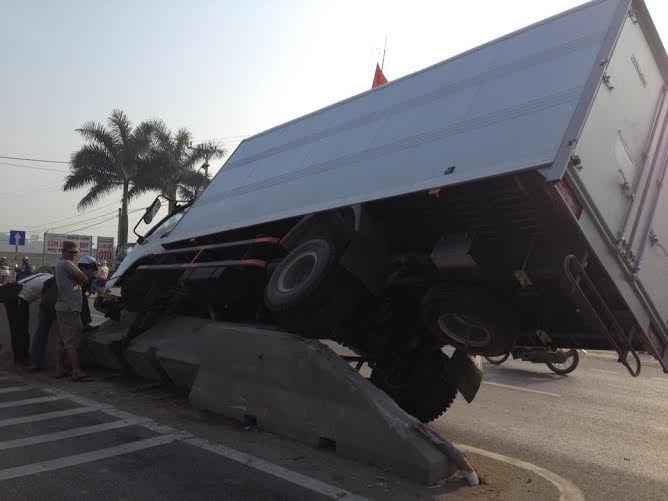 Hiện trường vụ tai nạn giao thông tại Quảng Xương, Thanh Hóa