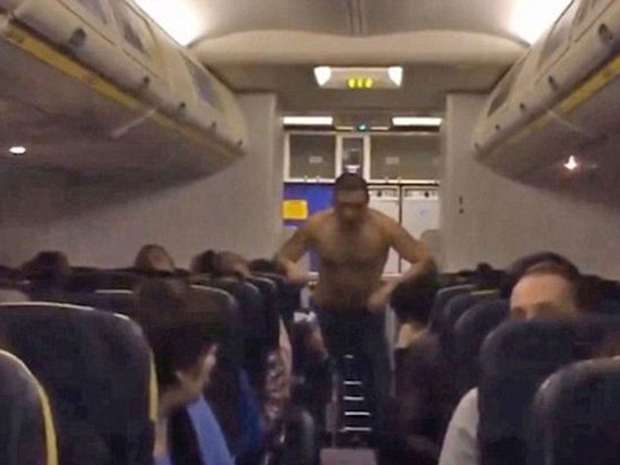 Vụ tai nạn hy hữu hành khách làm loạn chuyến bay đã buộc máy bay Sun Express phải chuyển hướng và hạ cánh khẩn cấp