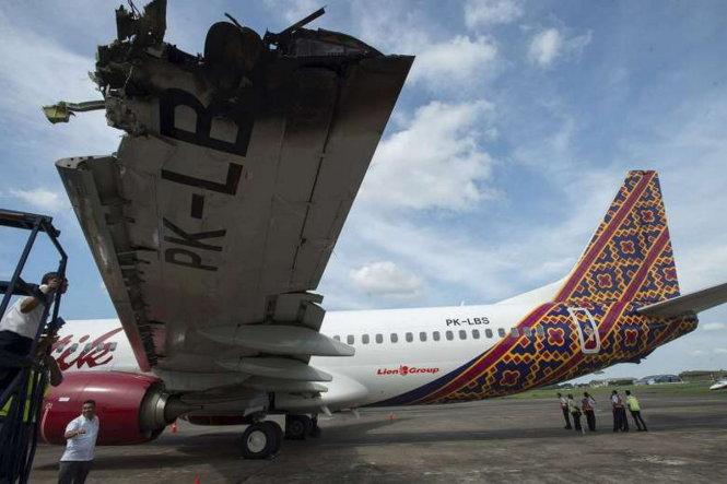 Phần cánh máy bay hãng Batik Air bị cháy đen sau vụ tai nạn hy hữu tương tự vào tối 4/4 tại sân bay Halim Perdanakusuma