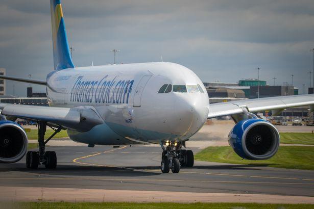 Máy bay của hãng hàng không Thomas Cook đã bị trễ vì vụ tai nạn hy hữu liên quan đến một nữ hành khách say rượu