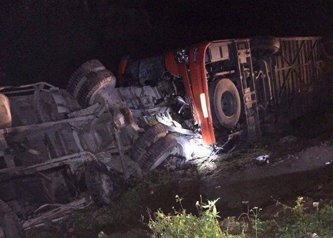 Hiện trường vụ tai nạn kinh hoàng trên cao tốc Pháp Vân – Cầu Giẽ vào tối ngày 7/12