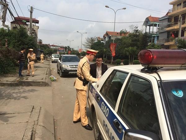 Hiện lực lượng cảnh sát giao thông tỉnh Bình Định đang dốc sức truy lùng chiếc xe ô tô gây tai nạn bỏ chạy