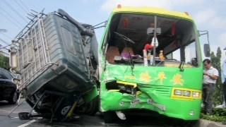 Hiện trường vụ tai nạn xe khách mới nhất ở tỉnh Tiền Giang