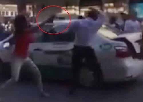 Vụ đánh lái xe taxi khiến nhiều người hiếu kỳ đứng xem