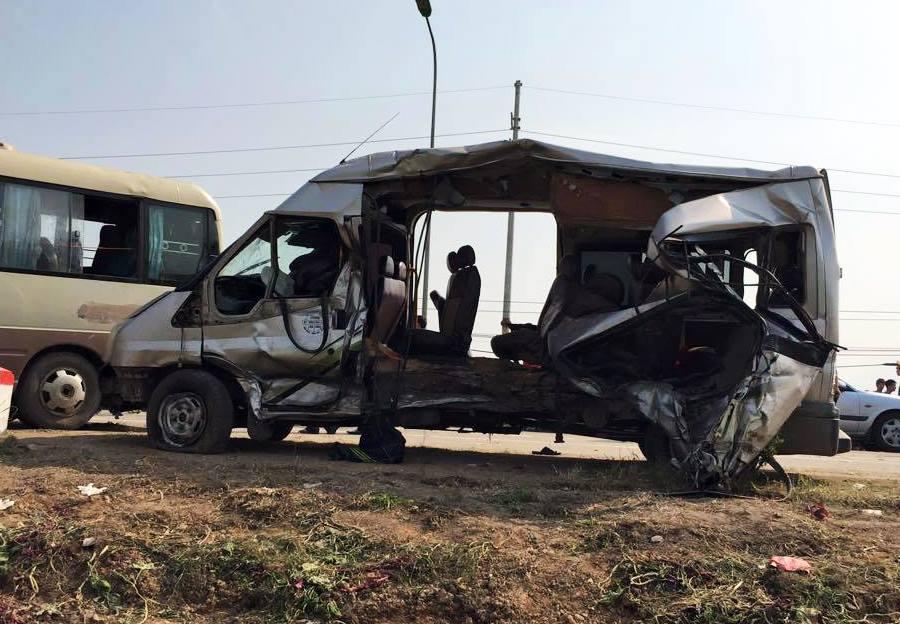 Ô tô đối đầu nhau trên quốc lộ 32 làm 5 người thiệt mạng