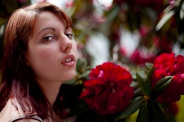 Trước khi bị tai nạn xe hơi, Alissa từng là một sinh viên chăm chỉ với mơ ước trở thành một nhà làm phim hoặc diễn viên. Ảnh mirror