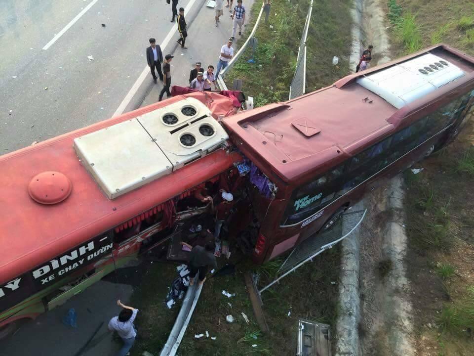 Hiện trường vụ tai nạn thảm khốc giữa hai xe khách