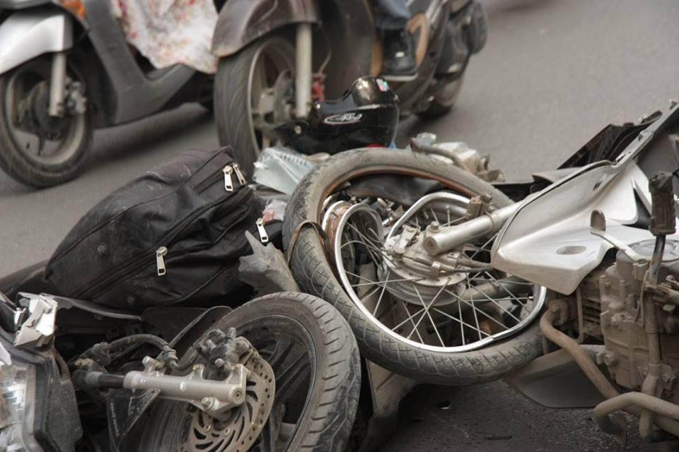 Hiện trường vụ tai nạn kinh hoàng trên phố Thái Hà