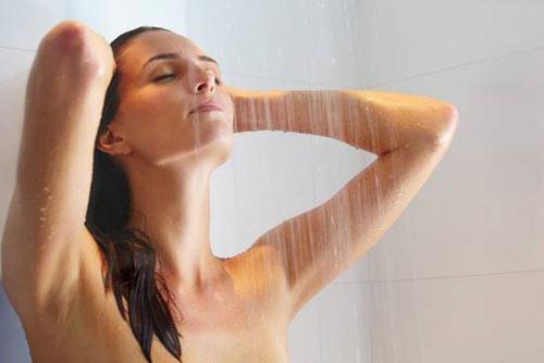 Thói quen có hại cho sức khỏe đó chính là việc tắm quá nhiều lần