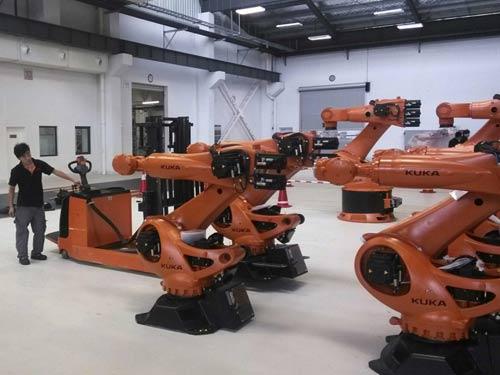 Công ty công nghệ Everwin Thâm Quyến đã thay thế 90% nhân công bằng robot trong hoạt động sản xuất nhằm nâng cao năng suất chất lượng