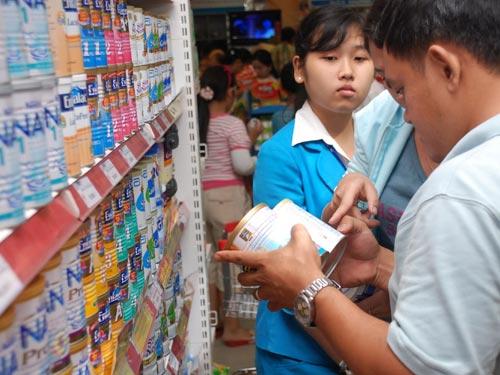 Nguyên liệu sữa trên thế giới tăng cao khiến các doanh nghiệp sữa trong nước phải điều chỉnh giá bán sữa