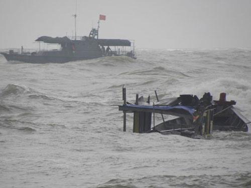 Chiếc tàu cá gặp nạn tại tọa độ 19 độ 43 phút Bắc - 106 độ 24 phút Đông