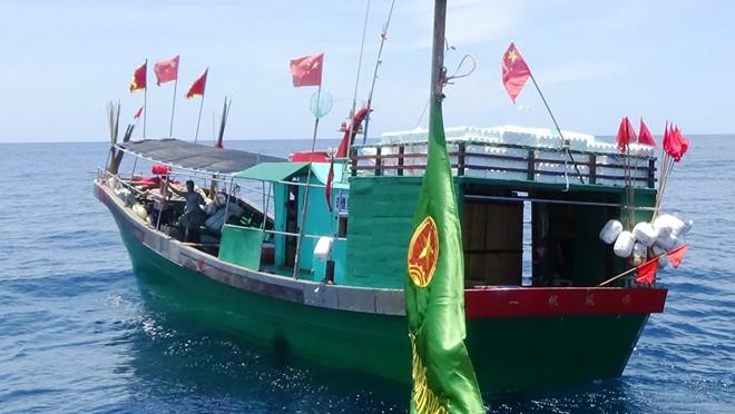 Một tàu trong nhóm tàu cá Trung Quốc xâm phạm sâu vùng biển Việt Nam
