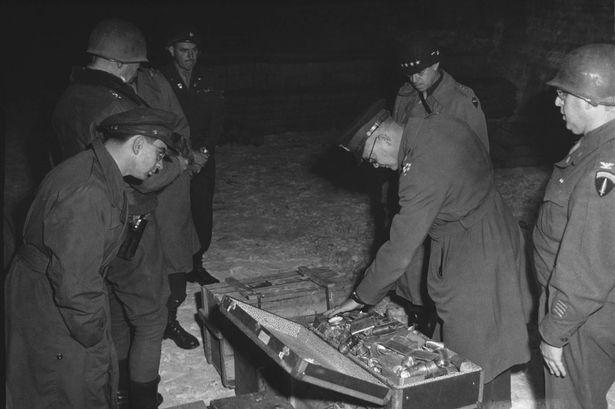 Trong thời ký chiến tranh, Đức Quốc Xã thường sử dụng tàu hỏa để chở đồ cướp bóc được