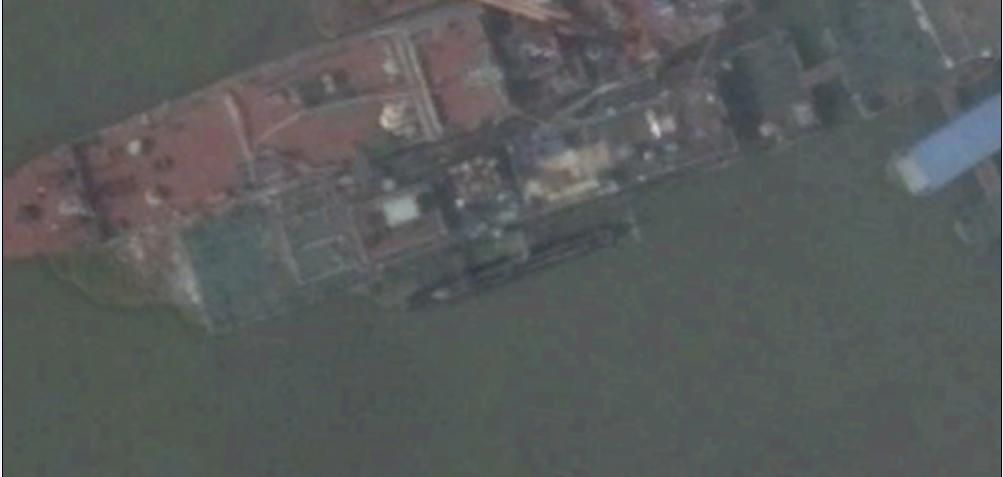 Hình ảnh được cho là tàu ngầm bí mật của Trung Quốc tại cảng Vũ Xương