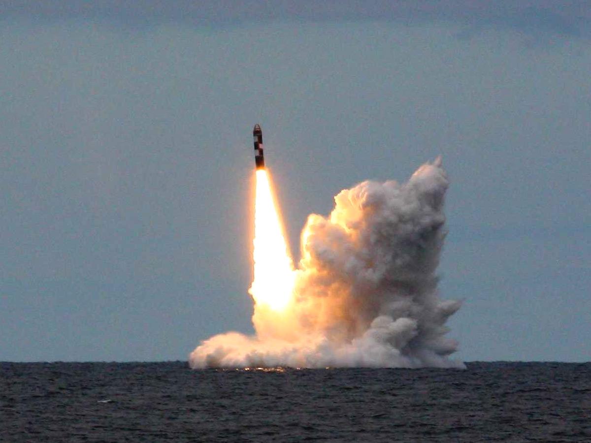Tên lửa Bulava được phóng ra từ tàu ngầm hạt nhân Alexander Nevsky