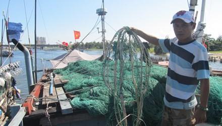 Tàu Trung Quốc hung hăng phá rách lưới, ngư cụ của tàu Việt Nam?