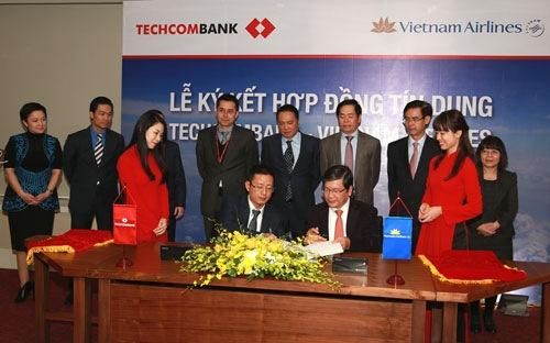 Techombank đã chính thức trở thành cổ đông lớn của Vietnam Airlines từ tháng 11/2014
