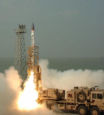 Vụ phóng thử nghiệm thành công tên lửa đánh chặn trên đảo Abdul Kalam, Ấn Độ