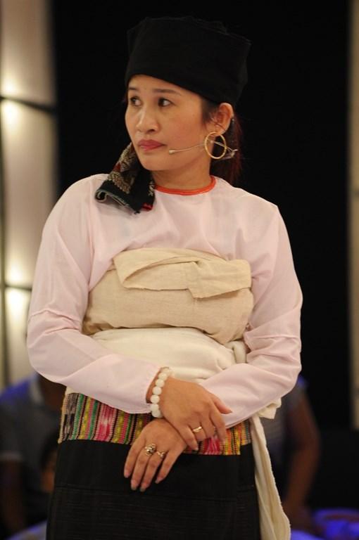 Thách thức danh hài: 'Chị gái dân tộc' kể chuyện làm vợ Trấn Thành