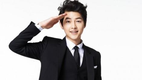 Từ khi còn nhỏ đến khi học Trung học, Song Joong Ki đã tham gia trượt băng rất nhiều, thậm chí còn trở thành đại diện của quê hương Daejeon. Anh có cơ hội tham gia vào một số đại hội thể thao có quy mô lớn như Đại hội thể thao quốc gia (tham gia 3 lần).