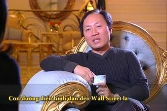 Thời đi học, Chính Chu đi bán sách lẻ và giao hàng tận nhà. Ông có bằng cử nhân tài chính tại đại học Buffalo, một trường công ở New York (Mỹ).