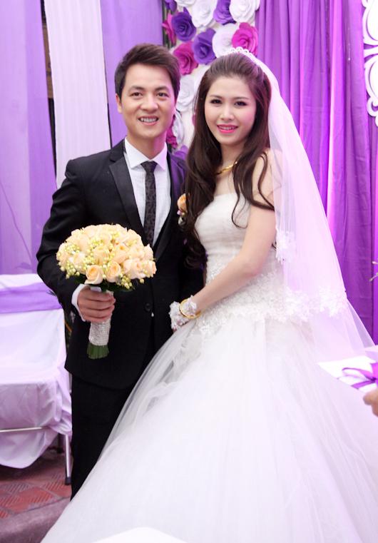 Theo cựu hot boy Hà thành, từ thời yêu nhau, hot girl xinh đẹp này đã được lòng cả gia đình của nam ca sĩ.