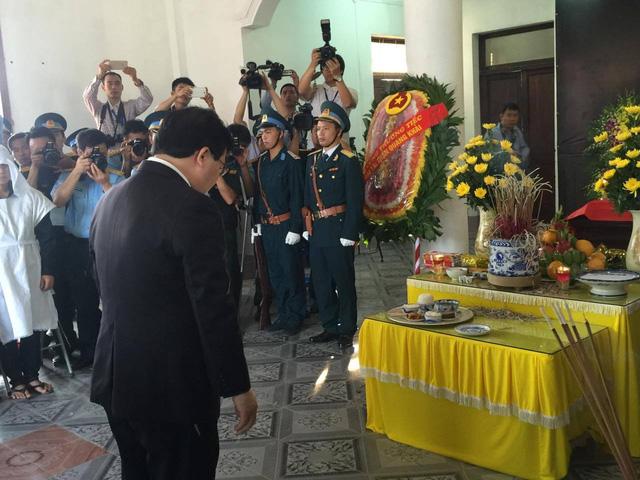 Phó Thủ tướng Trịnh Đình Dũng tới viếng Đại tá Trần Quang Khải