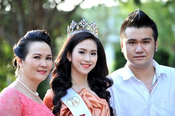 Cuối năm 2014, với sự động viên từ bạn bè, Triều Thu đã mạnh dạn nộp hồ sơ đăng kí tham gia cuộc thi Hoa hậu Đông Nam Á diễn ra tại Thái Lan, do Tổng cục du lịch Thái Lan - Amazing Thai phối hợp tổ chức