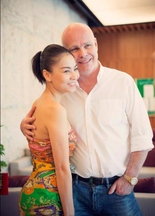 Anh làm việc tại Việt Nam và nhiều nước khác trên thế giới.