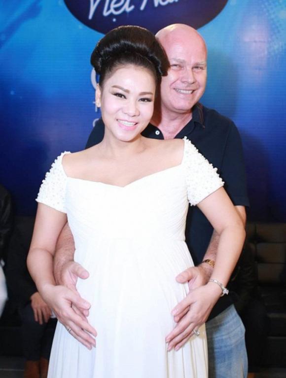 """Tuy nhiên, ngoài 30 tuổi, Thu Minh vẫn chưa kết hôn, vì thế, chuyện tình cảm của chị vẫn là điều """"bí ẩn"""" với công chúng. B"""