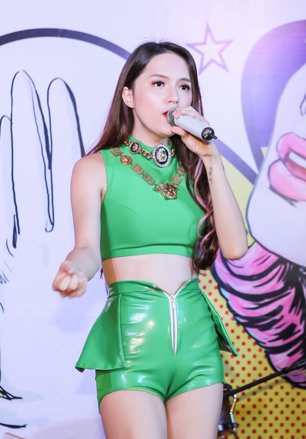 Cũng từ đó, người ta nhắc đến cô như một trong những mỹ nhân chuyển giới đẹp nhất Việt Nam.