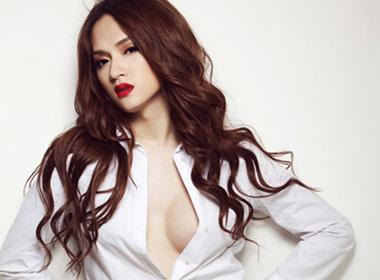 Năm 2012, dư luận xôn xao bàn tán về ca sĩ chuyển giới ở Vietnam Idol.