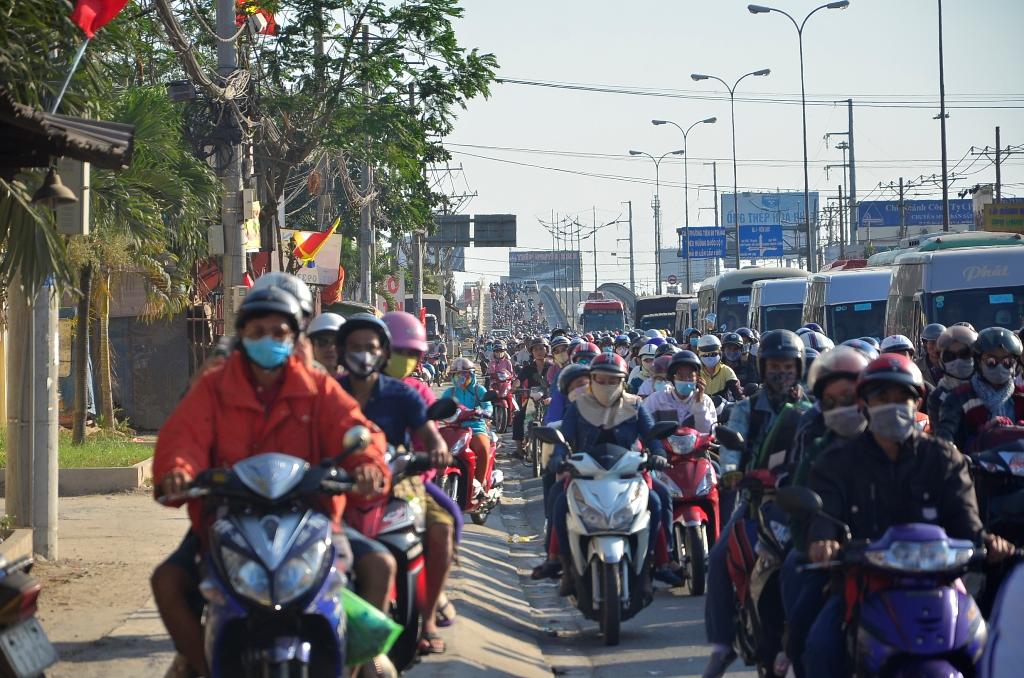 Trong những tin tức thời sự 24h hôm nay có việc xe máy bị 'vô hiệu hóa' trong nội thành Hà Nội