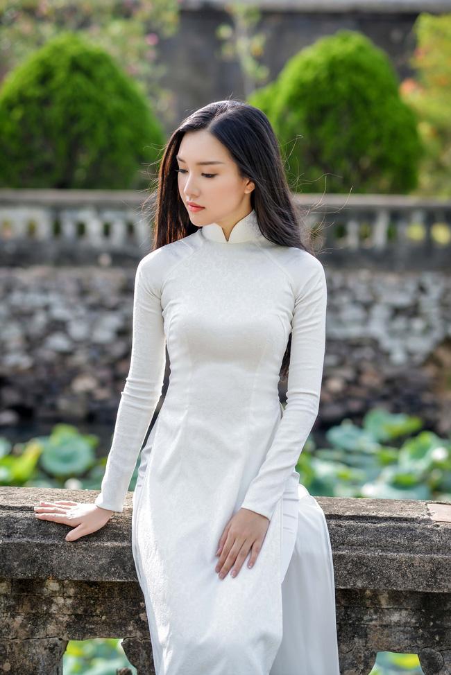 Lê Trần Ngọc Trân (SBD 280) đến từ Huế rất được yêu thích sau Chung khảo phía Nam HHVN 2016 nhưng nhiều ý kiến cho rằng cô có nhược điểm về hình thể.