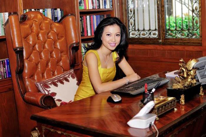 Cô đoạt giải thưởng Nữ ảo thuật gia trốn chạy nhanh nhất trong 45s và nhiều giải thưởng khác, được truyền hình nước ngoài đầu tư làm show riêng. Tại Mỹ, Ngô Mỹ Uyên kết hôn với một người giàu có.