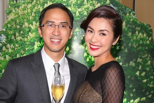 Từ một doanh nhân trẻ, Louis Nguyễn bỗng dưng được quan tâm tới như một ''sao'' mỗi khi xuất hiện bên người đẹp Hà Tăng.